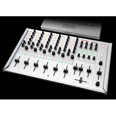 VESTAX VCM-600 - контроллер для работы  с цифровой музыкой и компьютером.